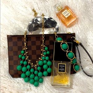 Stella & Dot green dangle necklace